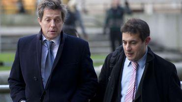 """Hugh Grant et Evan Harris, porte parole de """"Hacked Off"""" une organisation de défense des victimes d'abus de la presse."""