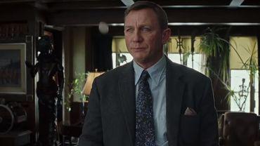 La suite devrait se concentrer sur le personnage joué par Daniel Craig, le détective Benoit Blanc, qui enquêtera sur une nouvelle affaire, avec le retour du cinéaste Rian Johnson à la réalisation.