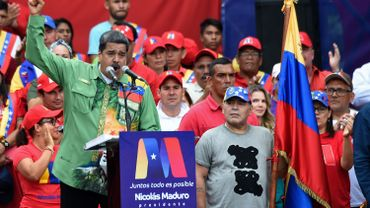 À gauche, Nicolas Maduro, à droite, Diego Maradona.