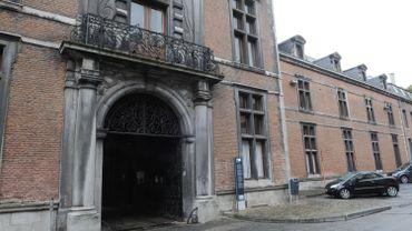La vétusté de l'actuel Palais de justice de Namur est souvent pointée du doigt. L'annonce de nouveaux retards n'enchante donc personne...