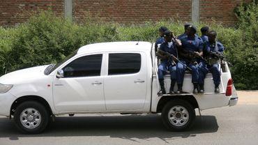 Un véhicule chargé de soldats circule dans les environs de Bujumbura