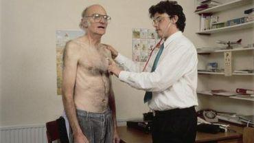 Une prime de 20 000 euros est octroyée aux médecins généralistes qui installent leur cabinet dans une zone avec moins de 90 généralistes pour 100 000 habitants