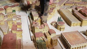 """Restauration """"inédite"""" de la maquette de Rome du Musée Art et Histoire à Bruxelles"""
