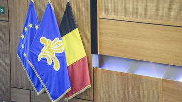 Examens: un décret dans l'urgence pour vendredi au Parlement de la Fédération