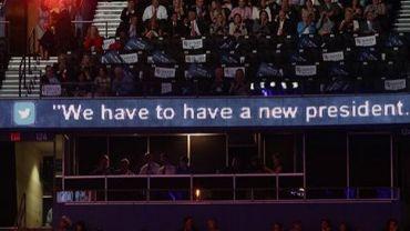 Diffusion d'un tweet anti-Obama lors de la convention républicaine le 29 août 2012 à Tampa, en Floride