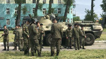 Troupes russes attendant la parade en l'honneur de la flotte de la Baltique - Baltiisk