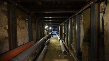 Bruxelles Mobilité profite de la rénovation du tunnel Léopold II pour réparer un égout important passant au-dessus de l'infrastructure.