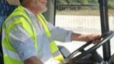 """La presque star : Pierre Seraille, conducteur de bus scolaire et """"bibliocariste"""""""