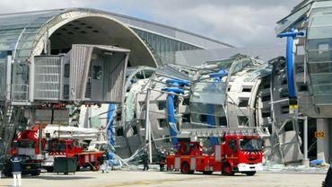 Le terminal 2E de l'aéroport de Roissy effondré le 23 mai 2004