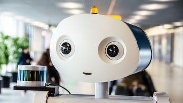 Guidé par un robot à l'aéroport Schipol d'Amsterdam