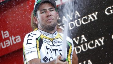 Mark Cavendish fait couler le champagne sur le podium de la Vuelta