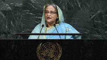 """""""Je demande une mission de l'ONU en Birmanie"""" et la création """"de zones sûres"""" dans ce pays """"supervisées par les Nations unies"""", a-t-elle dit. """"Nous accueillons actuellement 800 000 Rohingyas"""", a précisé la Première ministre."""