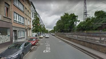 L'incident s'est produit depuis le balcon d'un immeuble de la rue du Progrès.