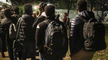 Des migrants dans le parc Maximilien à Bruxelles en octobre 2017