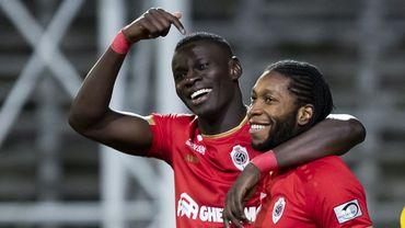 Dieumerci Mbokani a été sacré meilleur buteur de la saison 2019-2020. L'attaquant congolais de l'Antwerp a marqué dix-huit buts.