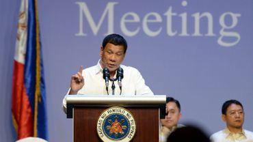 Philippines: le président Duterte menace de décréter la loi martiale