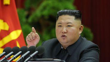 """Le leader nord-coréen reconnait que son pays traverse """"une grave"""" situation économique"""