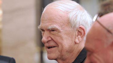 Le romancier Milan Kundera a reçu la citoyenneté tchèque, 40 ans après avoir été déchu de sa nationalité tchécoslovaque par le régime communiste.