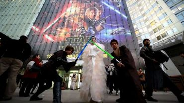 """A Tokyo, les fans au rendez-vous pour la sortie de """"Star Wars"""""""