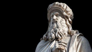 Léonard de Vinci, portrait sculpté par Luigi Pampaloni, 1839, une statue qui se trouve dans la cour des Uffizi à Florence