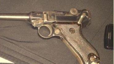 Nenobest a posté des photos d'armes sur Instagram