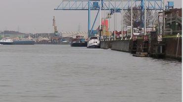 Le futur terminal pour les passagers de croisières fluviales  sera installé près du pont Van Praet, l'objectif est de tripler le nombres de croisiéristes d'ici 2030.
