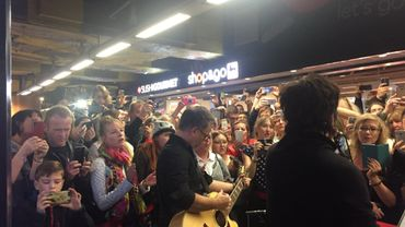 En promotion à Bruxelles, Indochine a joué pendant moins d'une heure quelques extraits de son dernier album et quelques anciens succès.