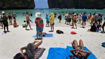 """La baie thaïlandaise, rendue célèbre par le film """"La Plage"""" avec Leonardo DiCaprio, restera fermée jusqu'en 2021"""