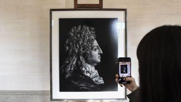 """Le portrait de Louis XIV par Hiroshi Sugimoto, au """"Petit Trianon"""" du château de Versailles"""