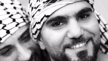 Mustapha Awad est entre autres danseur. Il est le fondateur de la troupe de debkeh (danse palestinienne) Raj'een