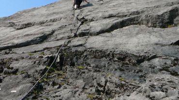 A Huy, une jeune femme a fait une chute d'une dizaine de mètres alors qu'elle escaladait les rochers de Corphalie (illustration).