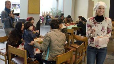 Des cours sont organisés pour permettre aux personnes d'origine étrangère venues vivre à Bruxelles de mieux comprendre comment fonctionne la société belge