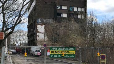 D'ici un mois, ce bâtiment devrait être rasé