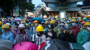 Thaïlande: le mouvement pro-démocratie se poursuite, malgré l'interdiction