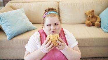 Des scientifiques américains conseillent aux parents d'aider leurs ados à développer une bonne image corporelle et de bonnes habitudes alimentaires.