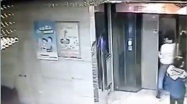 Chine: impatient, il frappe la porte de l'ascenseur et chute de plusieurs étages