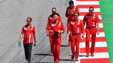 Sebastian Vettel et son équipe inspectent le tracé du Grand Prix F1 d'Autriche avant la reprise de la compétition ce week-end