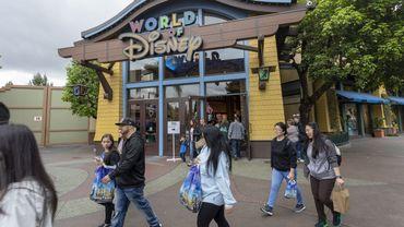 Disneyland est le deuxième parc d'attractions le plus visité au monde, derrière Disney World à Orlando (Floride), et attire habituellement des millions de touristes chaque année.