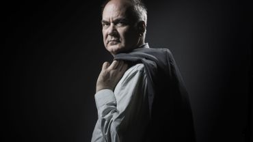 """Hervé Le Tellier remporte le Goncourt 2020 avec """"L'anomalie"""""""