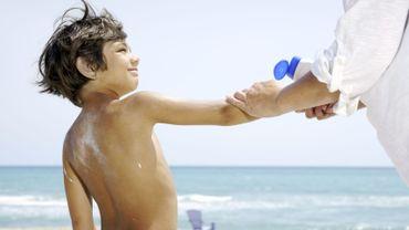 Soleil: 4 incontournables pour sauver la peau de bébé
