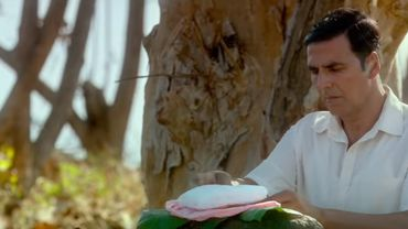 Inde: l'inventeur de la serviette hygiénique abordable voit sa vie racontée dans un film