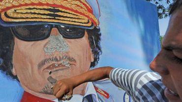 Destruction d'une effigie de Mouammar Kadhafi