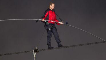 Le funambule Nik Wallenda était harnaché lors de sa traversée des chutes de Niagara. Il ne le sera pas au-dessus du Grand Canyon, ce dimanche