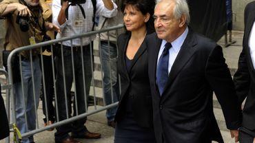 Dominique Strauss-Kahn est apparu détendu au bras de sa femme Anne Sinclair après son audition
