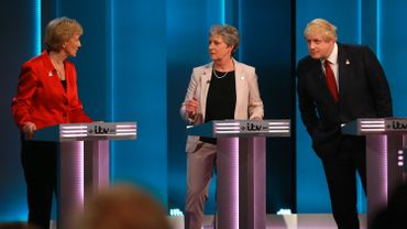 """This handout picture released by ITV shows, (L-R) British Conservative Party politician Andrea Leadsom, British Labour Party politician Gisela Stuart and Former Mayor of London and Conservative Party politician Boris Johnson supporting the 'Leave' campaign talking during The ITV Referendum Debate in London on June 9, 2016 Brexit campaigners accused the government of trying to rig the EU referendum and threatened legal action on Thursday as former London mayor Boris Johnson à droite lors du premier débat télévisé. L'ancien maire de Londres est un fervent défenseur du camp """"pro-brexit""""."""