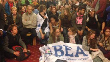 Les 200 étudiants présents au conseil communal d'Ixelles