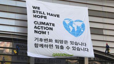 Action d'activistes en marge de la réunion du GIEC en Corée du Sud