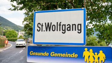 Panneau d'entrée de la ville touristique de Sankt Wolfgang, en Haute-Autriche, en juillet 2020