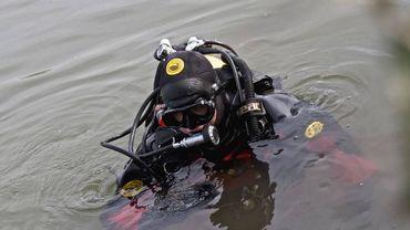 Les plongeurs de la zone de secours de Namur ont repêché samedi le corps sans vie de deux dames (illustration).