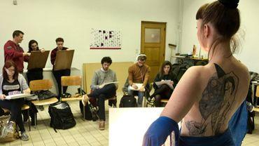 Cours de dessin de modèle vivant à l'Académie des Beaux-Arts de Tournai